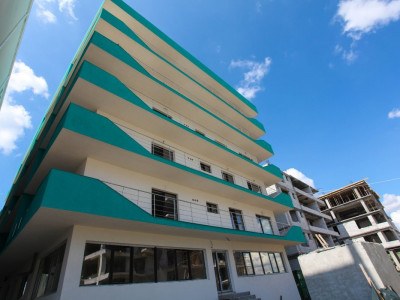 VANDUT! Apartament cu 2 camere IMENS, la 2 pasi de plaja, langa Promenada