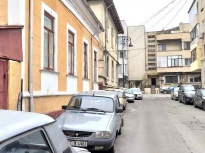 CENTRU PENINSULA - Casa boiereasca 4 camere si curte !!!
