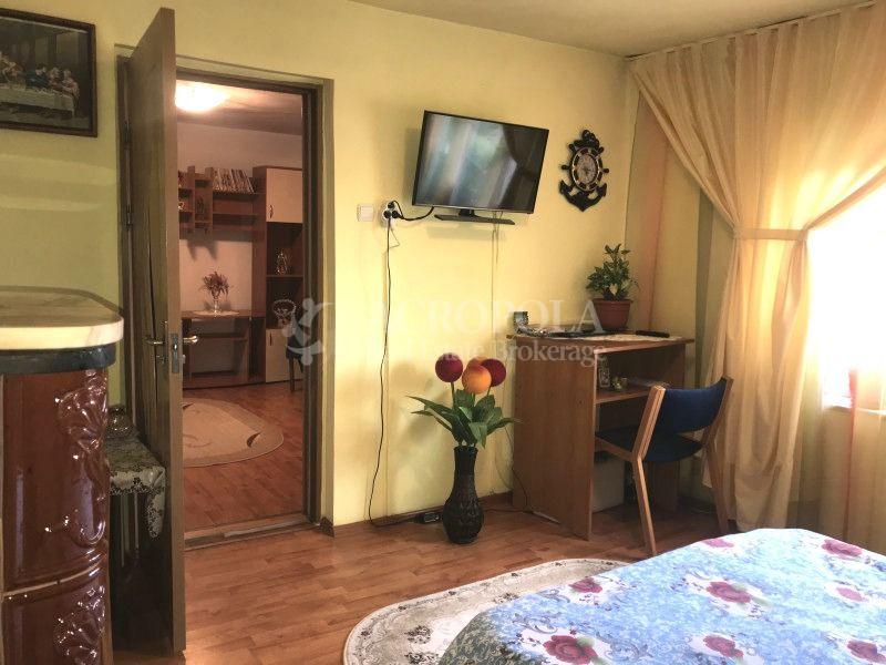 PALAZU-MARE - Casa curata cu gradina de flori si zarzavaturi.