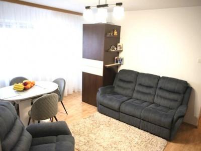 INEL II- Apartament de 2 camere transformat in 3 camere, mobilat si utilat.
