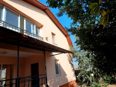 KM 5 Vila  D+P+1E  5 camere curte si gradina garaj, foisor