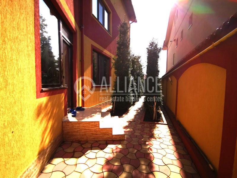 ELVILA - Vila minunata cu o curte amenajata superb, plina de brazi si vegetatie.