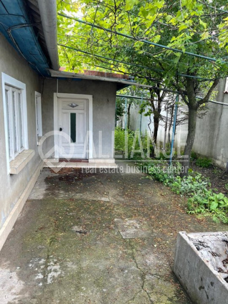 KM 5 - Casa 3 camere cu gaz si teren 250 mp
