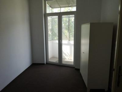 Sector 2 - Apartament in vila 3 camere liber - Bucuresti