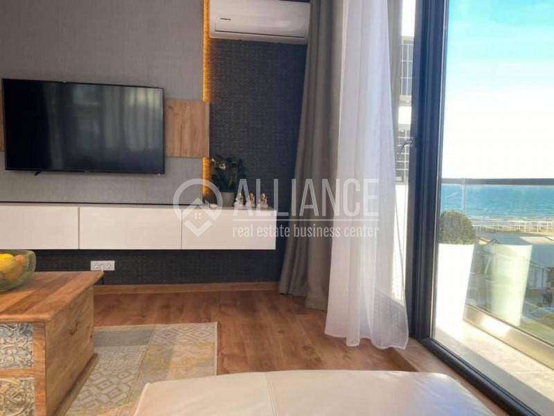 Mamaia Nord - Promenada Apartament in Prima linie la mare